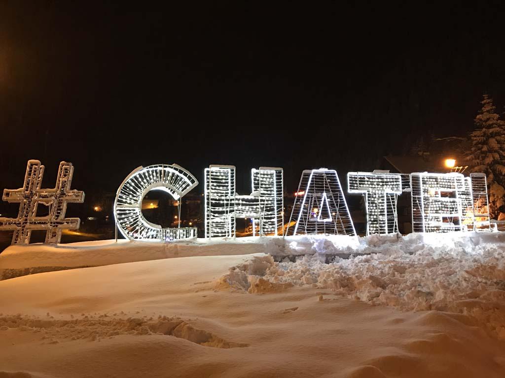 De #CHATEL letters staan bij Lac Vonnes.