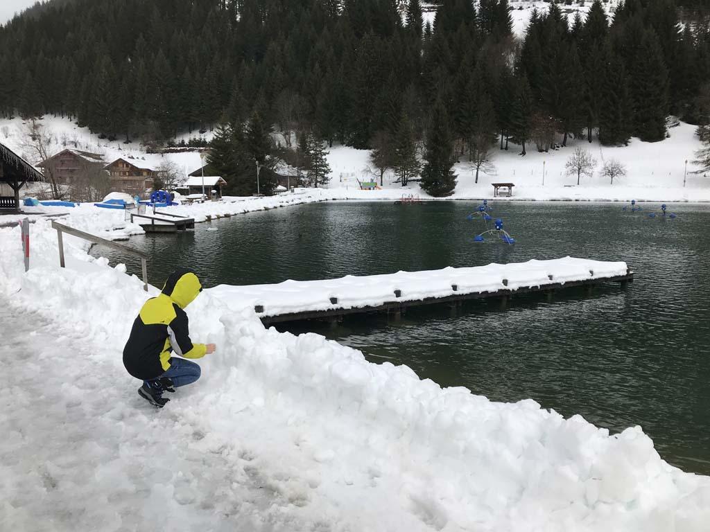 Een deel van Lac Vonnes is nooit bevroren door de apparatuur die erin staat.
