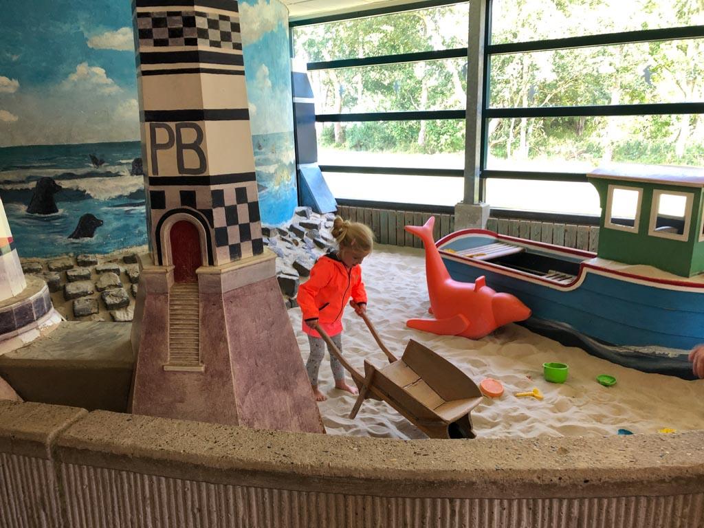 Toffe binnenspeeltuin en nog meer ander speelgoed in de speelhoek