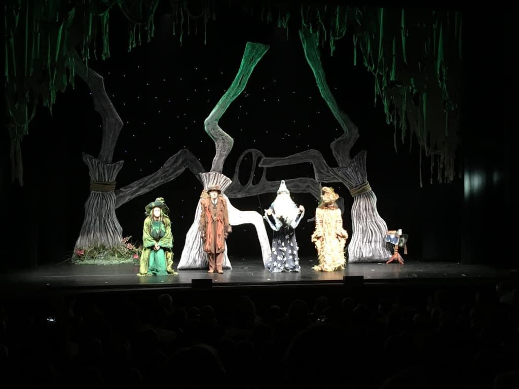 Heksen, een tovenaar en een wolvenopa op één podium; een bijzondere aanblik.
