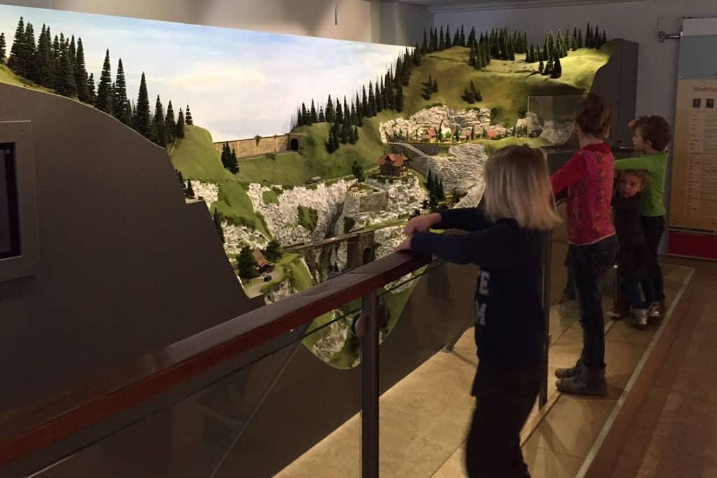De modelspoorbaan in het Speelgoedmuseum is altijd leuk!