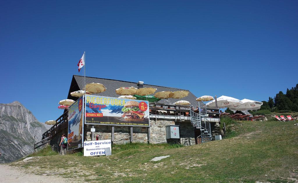 Bij de Riederfurka even wat drinken vakantie-in-de-aletsch-arena