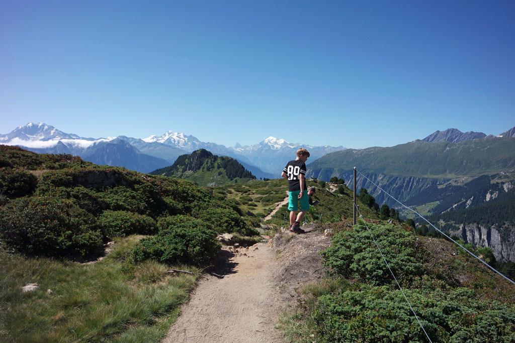 Dan beginnen we aan onze wandeling door het Aletschwald vakantie-in-de-aletsch-arena