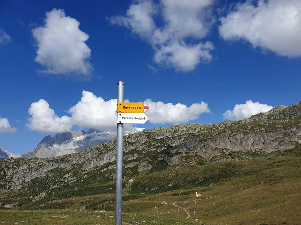 Het bordje 'Murmeltier-Lehrpfad' moeten we volgen vakantie-in-de-aletsch-arena