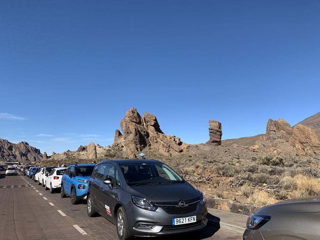 Veel te druk bij Roques de Garcia. Iedereen stopt hier om de rotsen te beklimmen.
