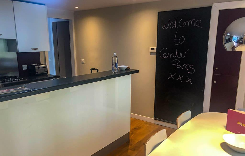 We worden welkom geheten op het krijtbord in de keuken