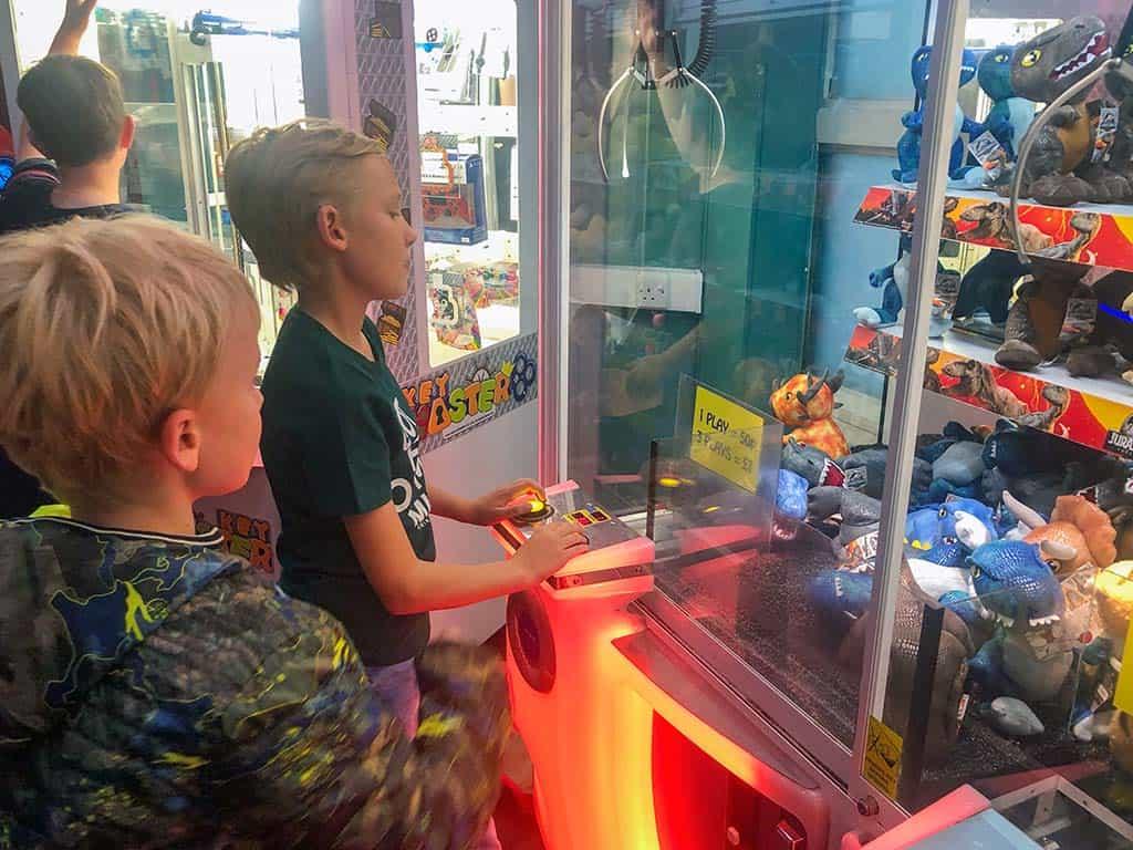 In de game room staan verschillende speelautomaten