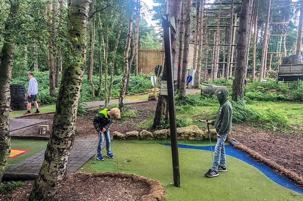 Wij vinden het erg leuke minigolfbanen bij Centerparcs Sherwood Forest