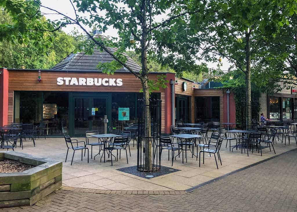 Er is een echte Starbucks bij Centerparcs Sherwood Forest! De puber is helemaal blij