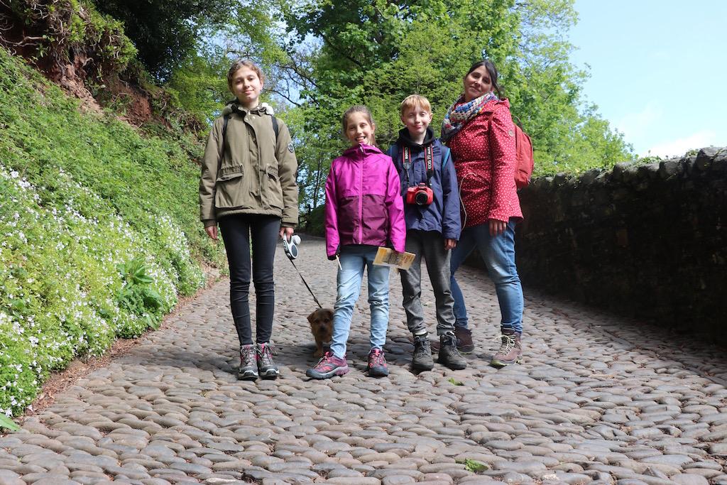 Clovelly met kinderen bezoeken betekent veel klimmen