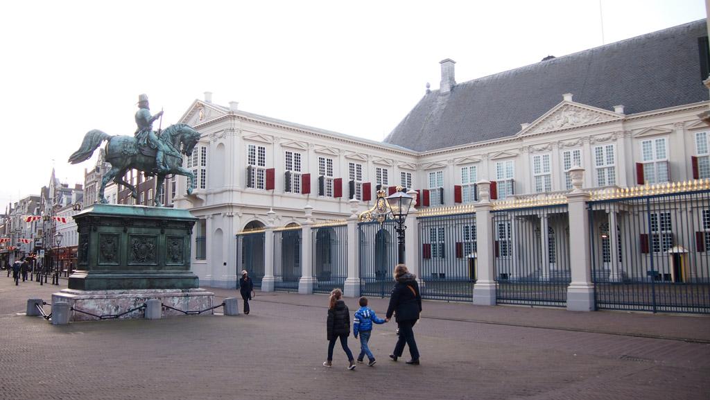 Stedentrip Den Haag met kinderen, altijd voorzien van een koninklijk tintje.