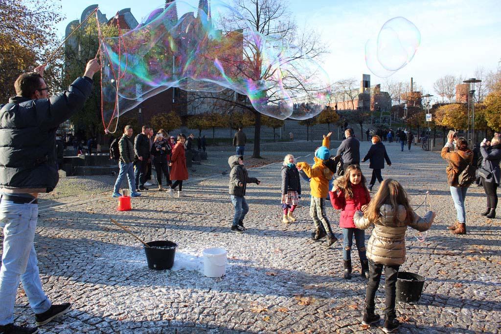 Met kinderen in Keulen (of welke stad ook): reuzen-zeepbellen zijn fantastisch!