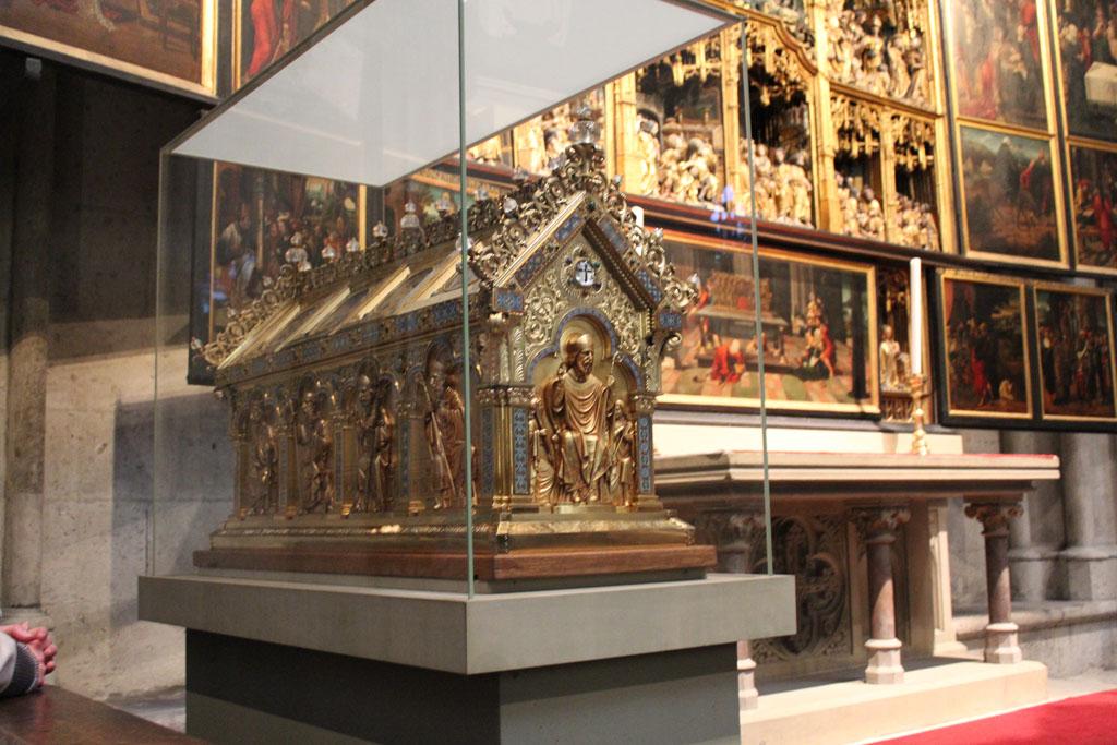 In deze kist worden de (vermoedelijke) overblijfselen van de Drie Wijzen uit het Oosten bewaard