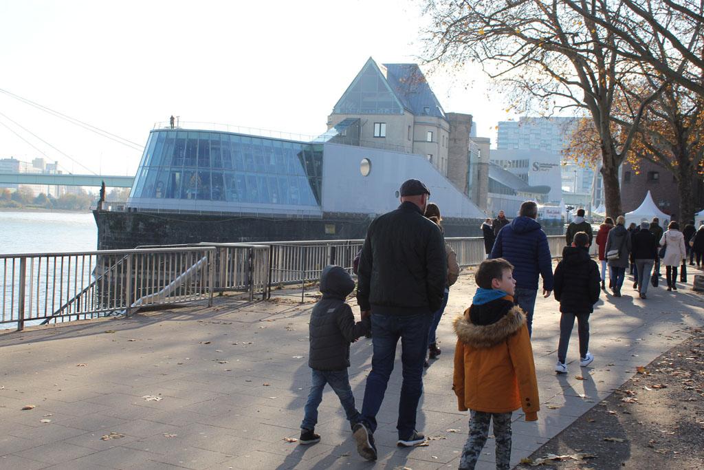 Het Chocolademuseum ligt op een schiereiland in de Rijn.