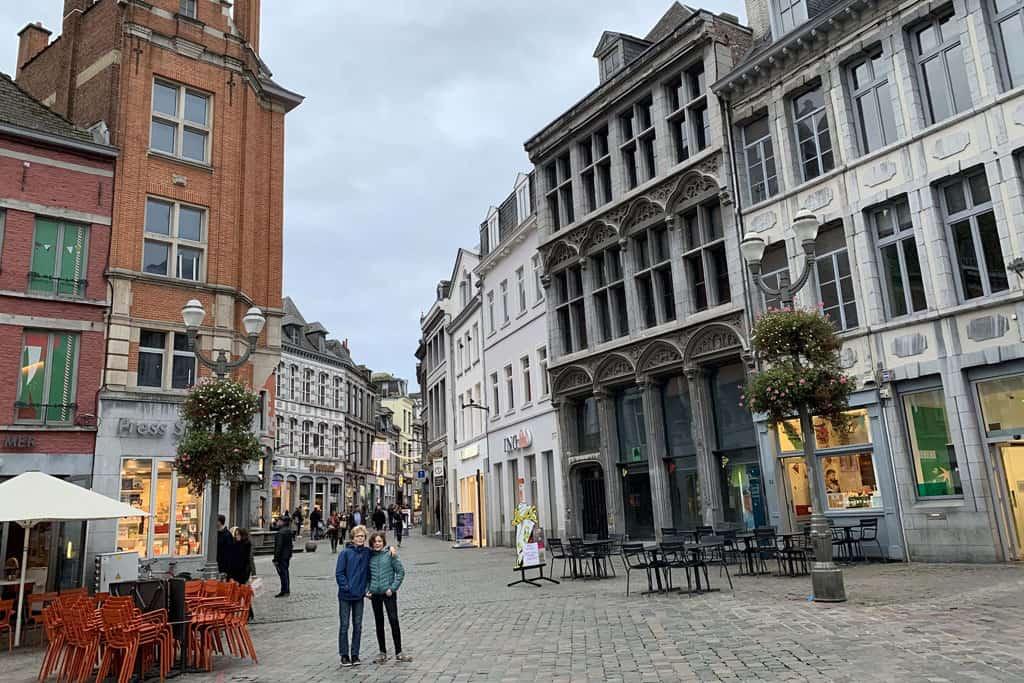 Aande rand van het grote plein in Mons Belgie
