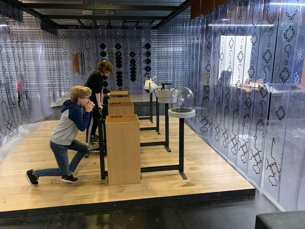 Natuurkundeproeven doen in het techniekmuseum