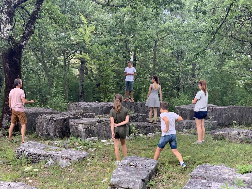 Dankzij Elmir leren we meer over de geschiedenis van Bosnië en Herzegovina.
