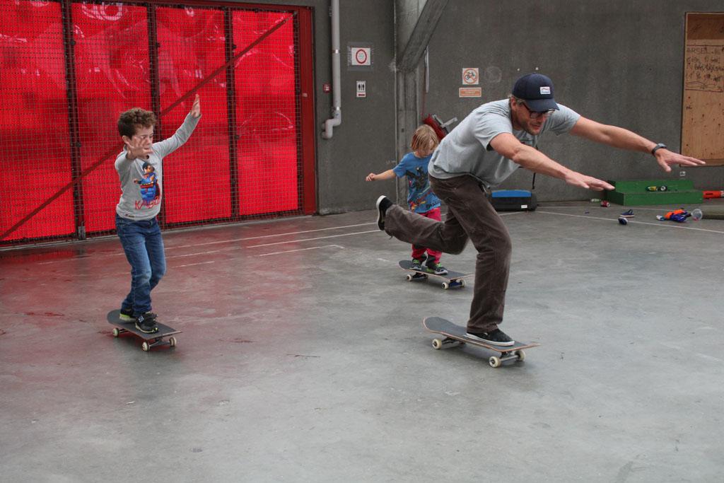 Skateles in Streetdome. De sfeer is gemoedelijk en we voelden ons direct welkom.