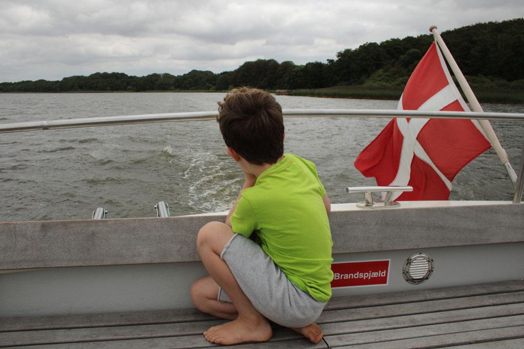 Even genieten van het uitzicht vanaf de achtersteven van de damboot.