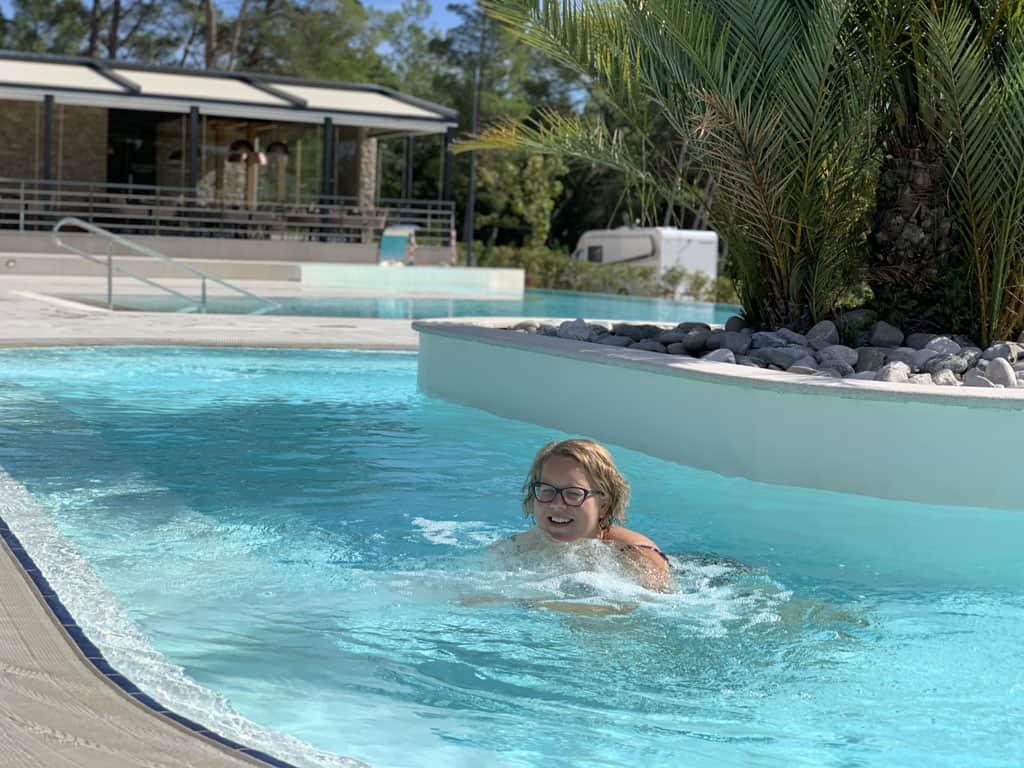 Ook voor volwassenen is het heerlijk om in het water af te koelen.