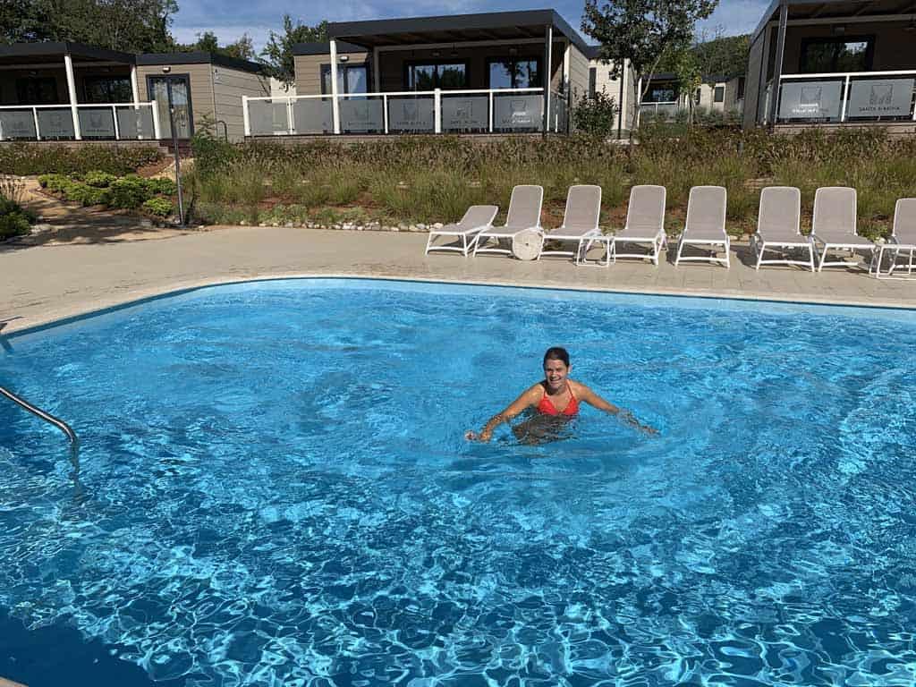 Elders op de camping zijn nog twee kleinere zwembaden te vinden. Deze liggen tussen de mobil homes.