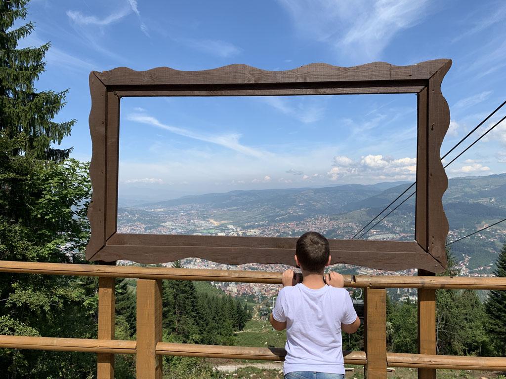 Op de berg staan diverse foto hotspots.