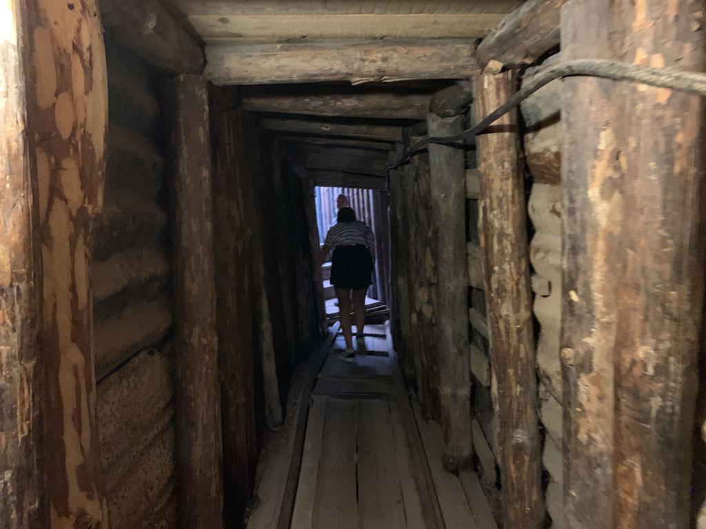 We kunnen een klein stukje de tunnel inlopen.