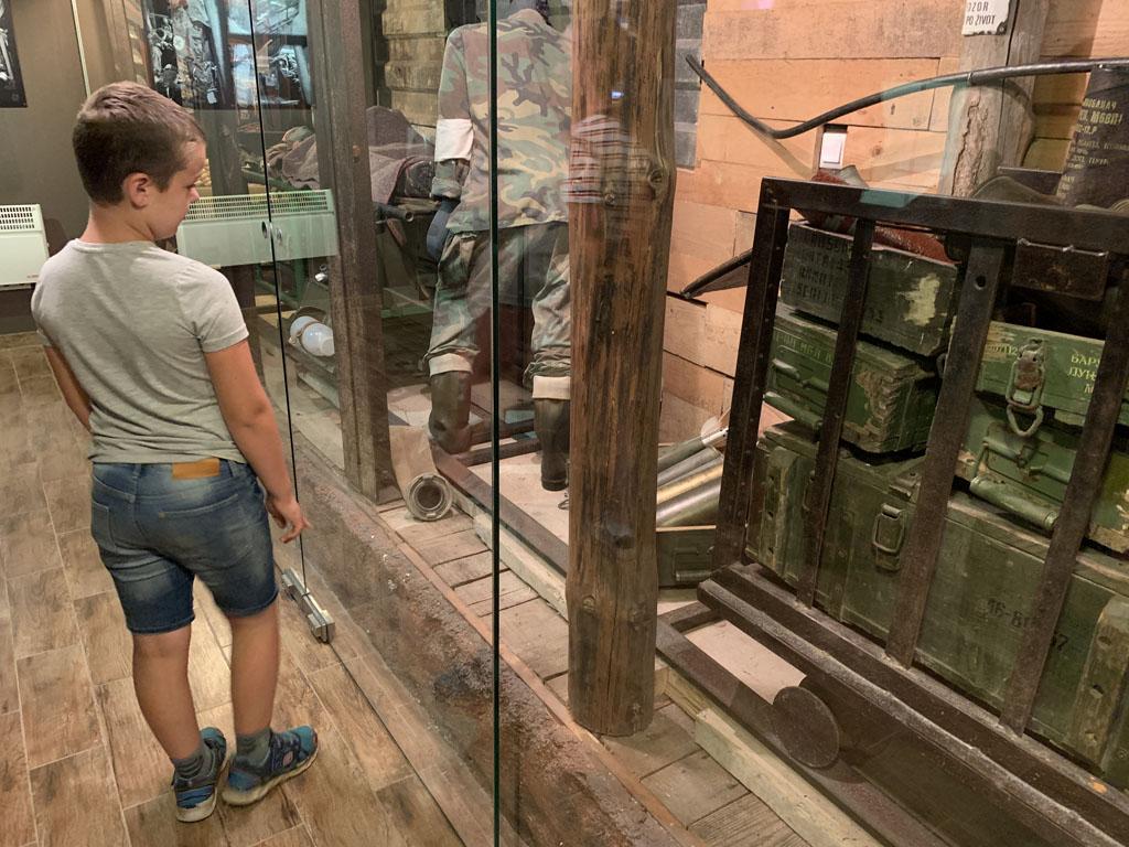 De kleine tentoonstelling spreekt tot de verbeelding bij de kinderen.