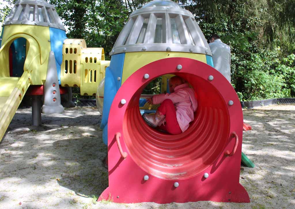 Voor de kleine kinderen is er een apart speelgedeelte, mijn jongste past nog prima