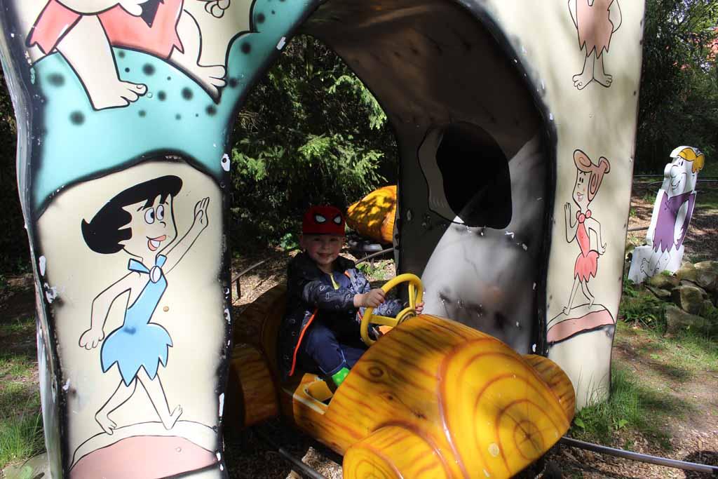 Zelf trappen in deze Flintstone-auto's