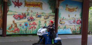 M. racet op de minicars bij Sprookjeshof in Zuidlaren