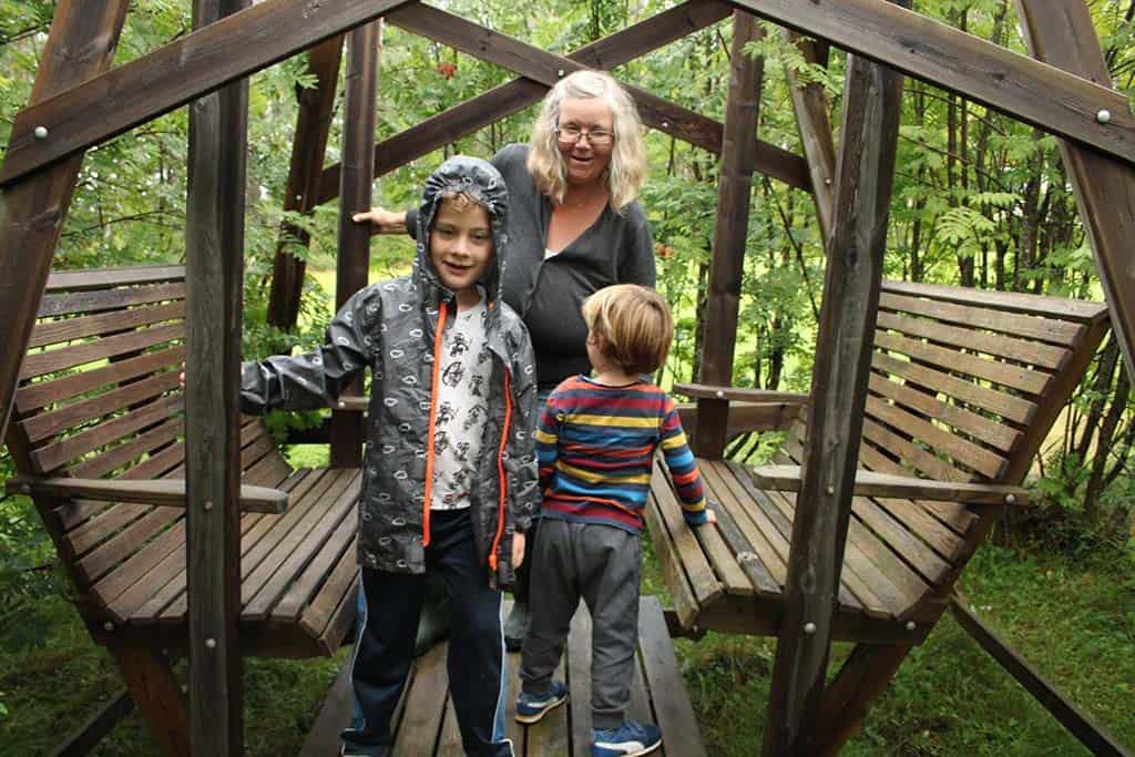 De lieve, gastvrije Ulrika nodigt ons uit op haar berg en in haar huis. Tijdens de fika krijgen we een echt inkijkje in het Zweeds leven.
