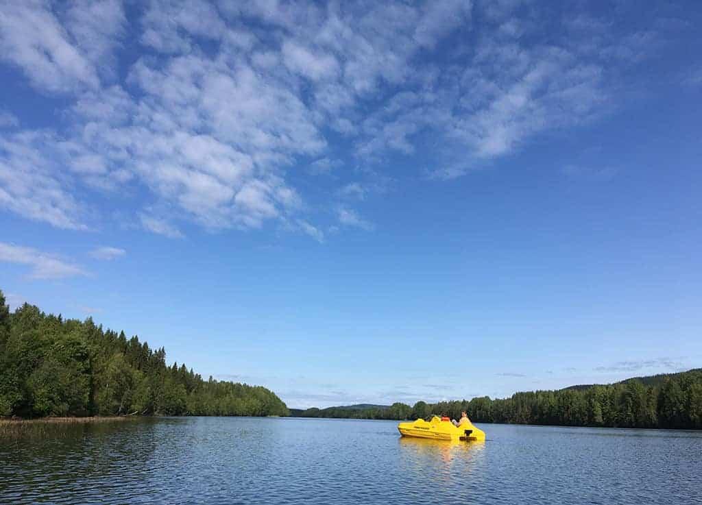 Zomers toerisme staat nog in de kinderschoenen. Een van de 5 redenen om in de zomer naar Zweeds Lapland te gaan met kinderen is de overweldigende rust.