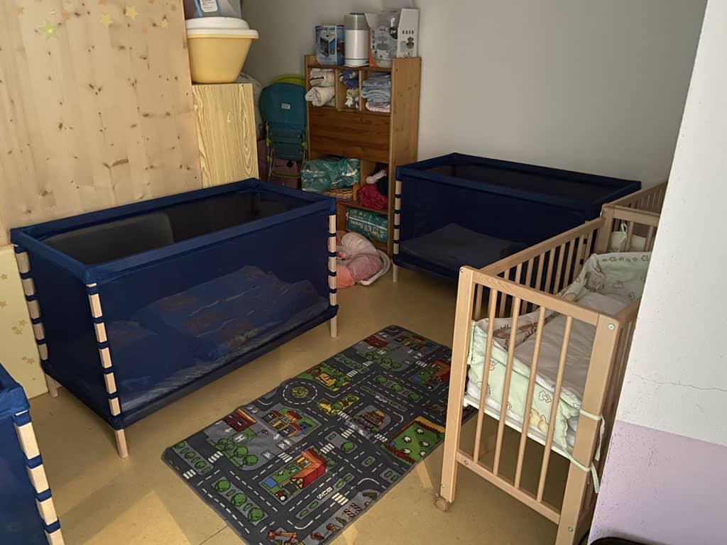 Een apart gedeelte waar de kleintjes rustig kunnen slapen.