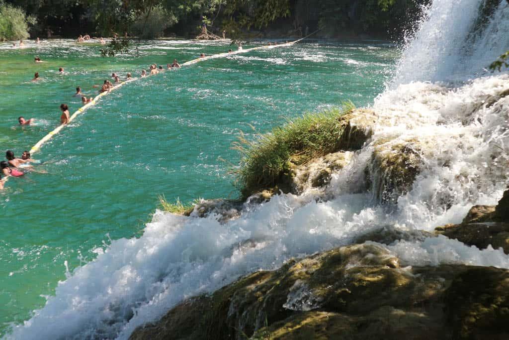 Zwemmen bij de Krka watervallen.