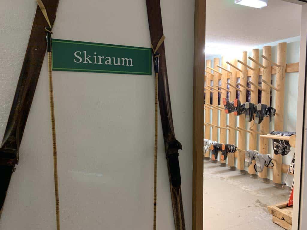Opbergruimte voor skispullen bij Landal.