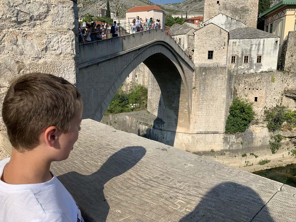 Wat is die brug hoog!