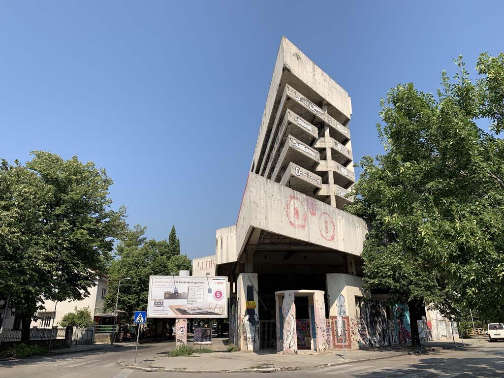 Sniper Tower, misschien herken je 'm nog van de journaalbeelden uit het begin van de jaren '90?