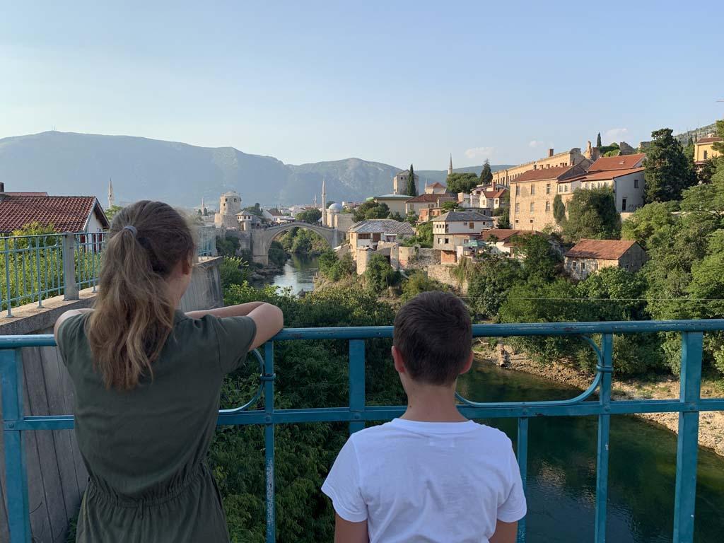 Daar in de verte zien we Stari Most liggen.