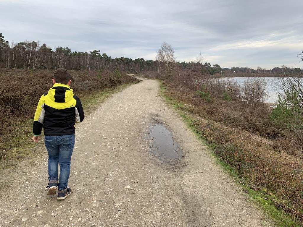 Wandelend langs het Reindersmeer.