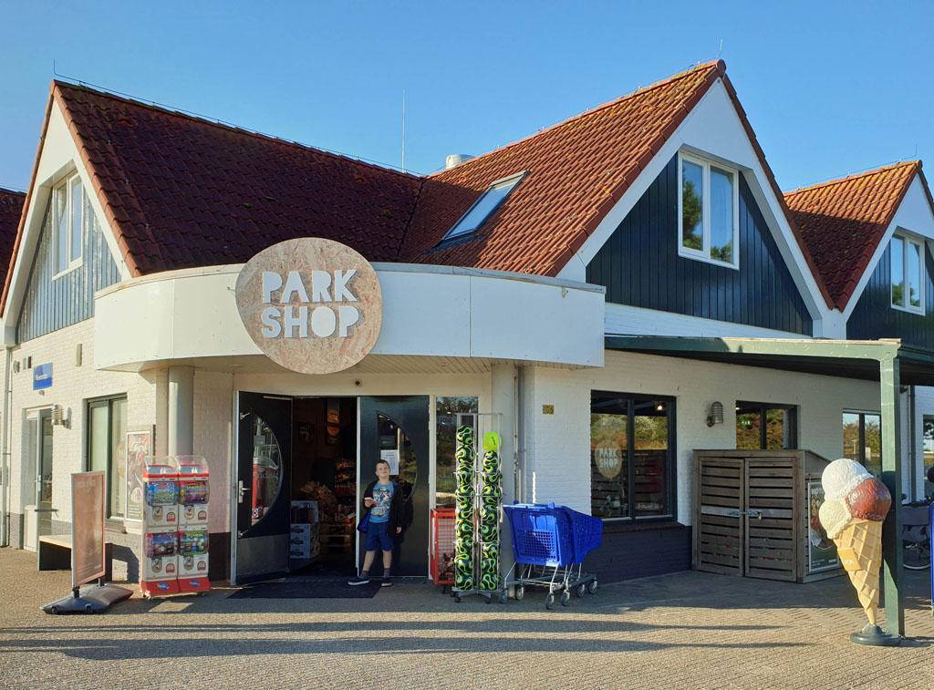 Bij de ParkShop halen we onze boodschappen landal-sluftervallei-texel-15