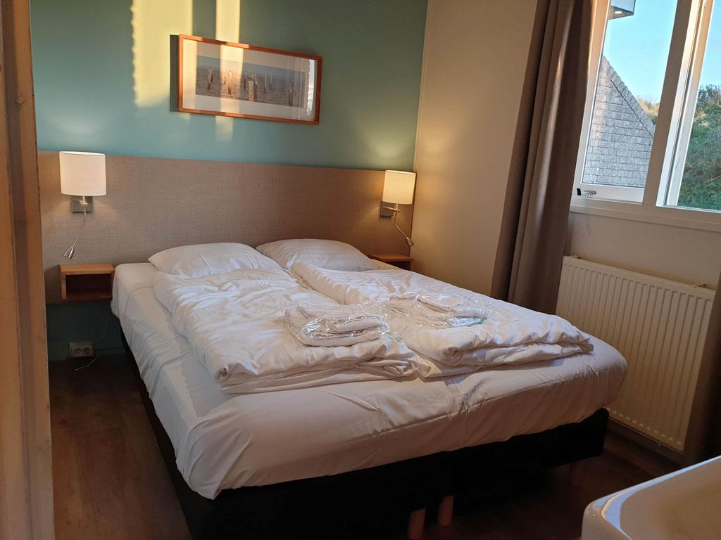 Een comfortabel tweepersoonsbed voor ons op de slaapkamer landal-sluftervallei-texel