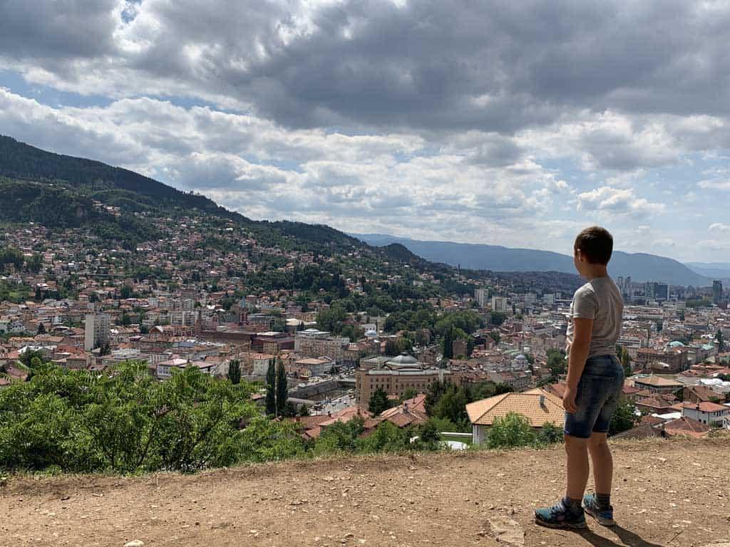 Uitzicht over Sarajevo. Een stad met historie.