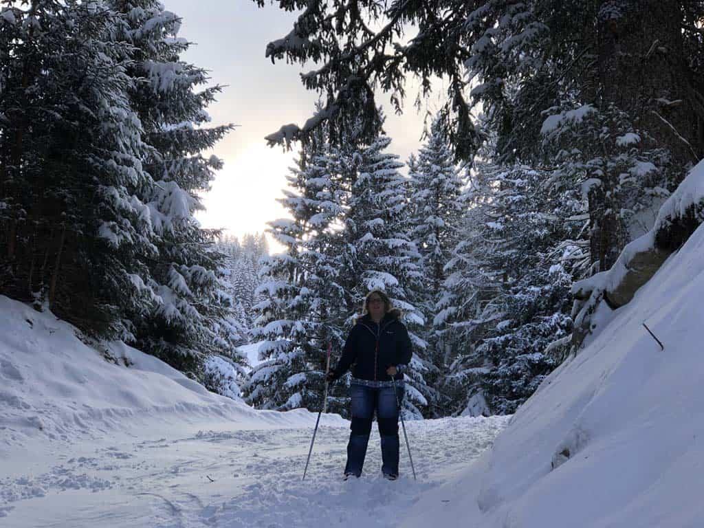 Sprookjesachtig met de sneeuw op de bomen.