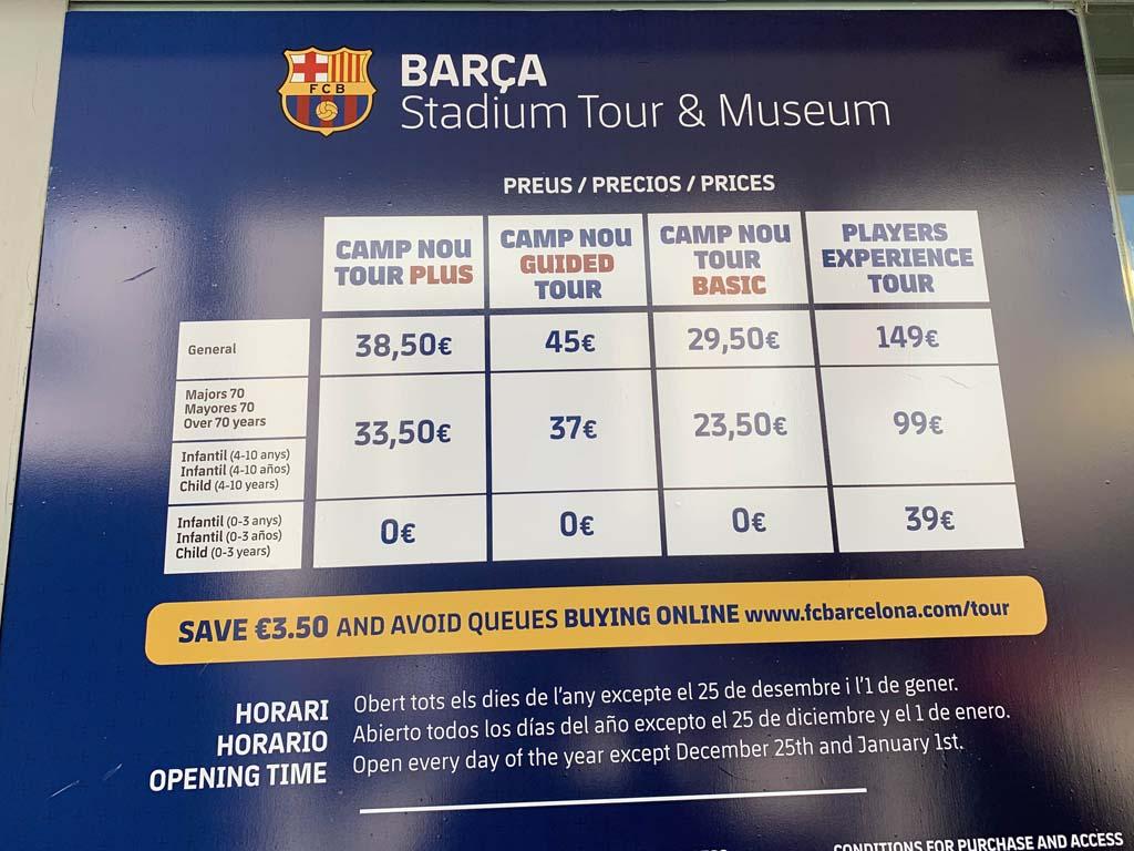 Entreetickets bij Camp Nou. In het hoogseizoen kan het zijn dat ze uitverkocht zijn. Koop ze dus vooral vooraf!