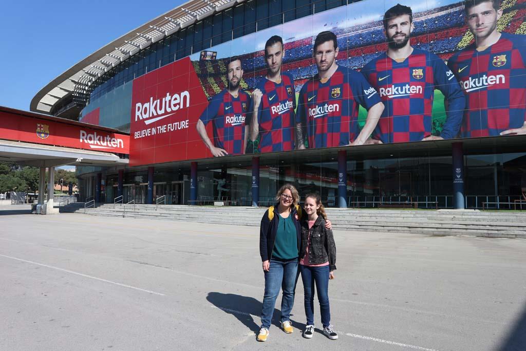 Camp Nou is geen architectonisch hoogstandje, dus voor alleen de buitenkant van het stadion zouden wij er niet heen gaan.