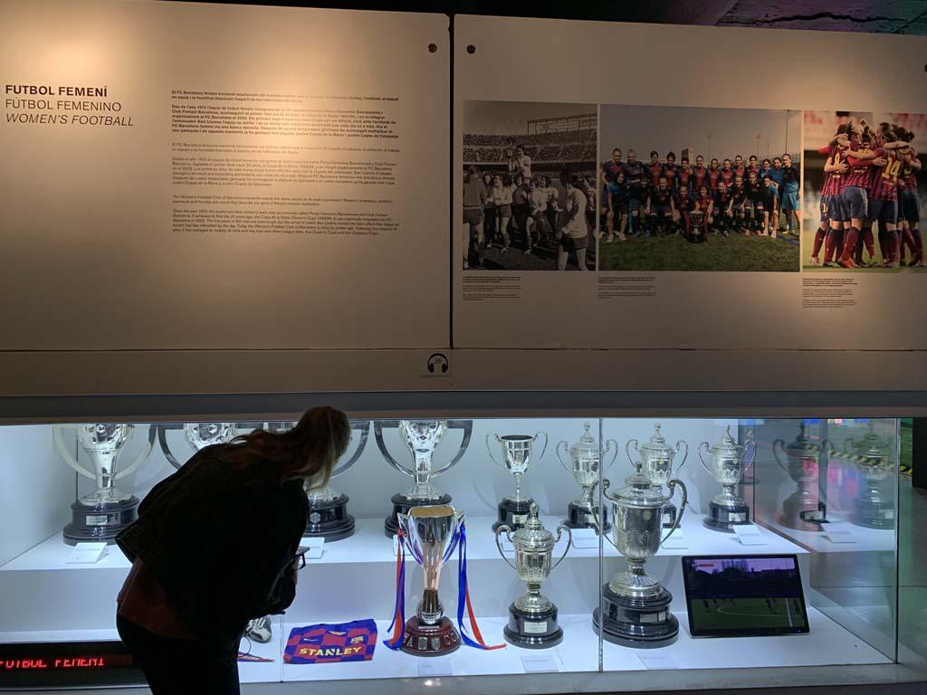 Er is een klein beetje informatie over FC Barcelona Femini.