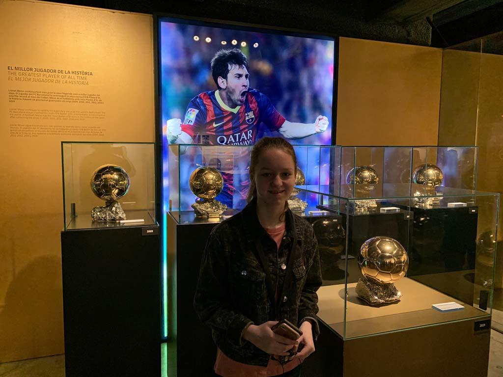 Tussen de prijzen van Messi.