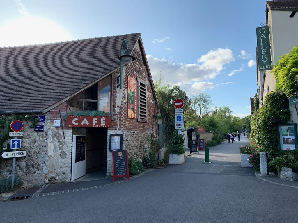 Het dorp Giverny biedt enkele mogelijkheden om te lunchen