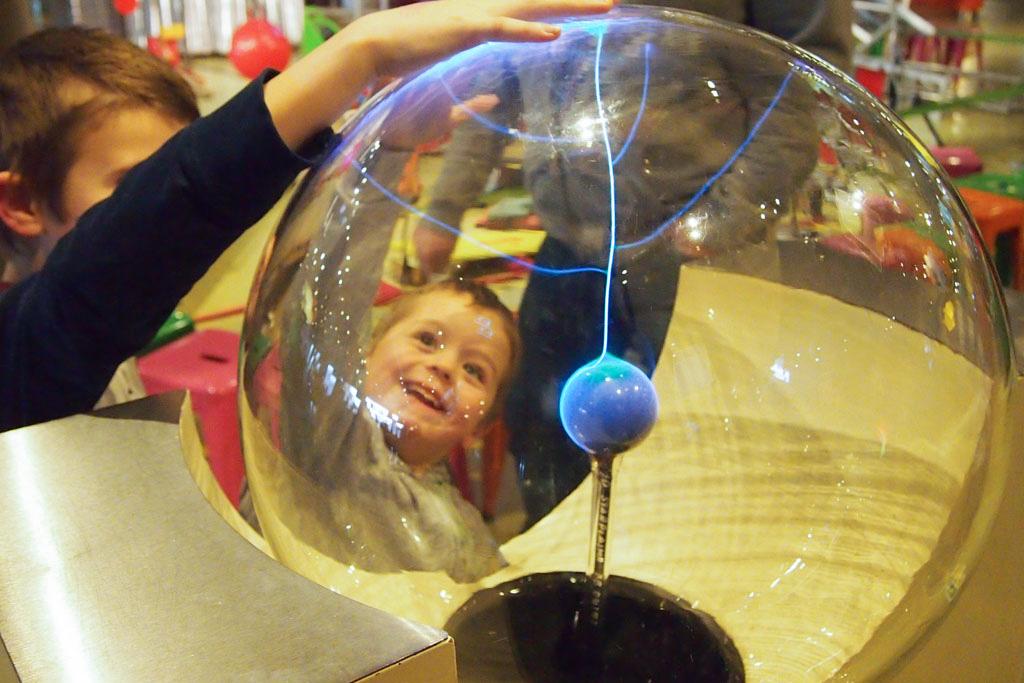 Heel veel ontdekken in dit science museum voor kinderen in Amsterdam